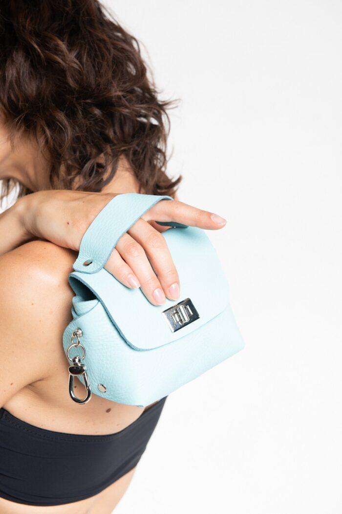 Mini bag da polso Caramella acquamarina in pelle recuperata