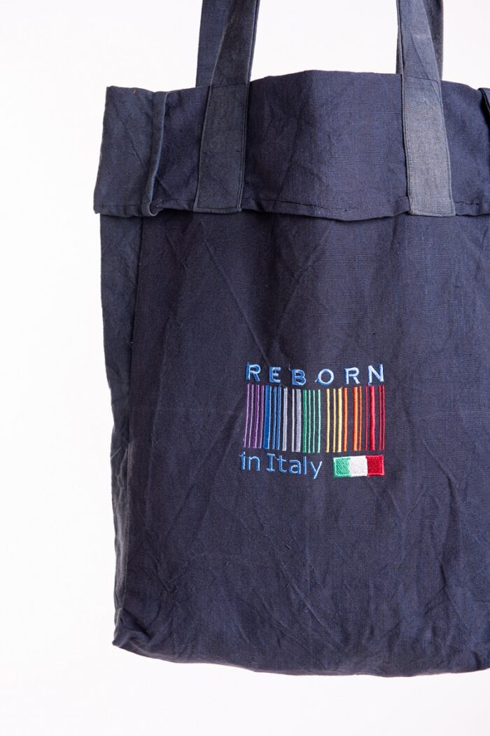 Shopping bag reborn in italy