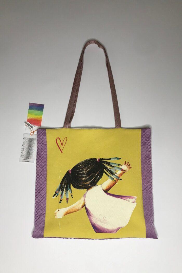 shopper ocra con illustrazione bimba con treccine afro
